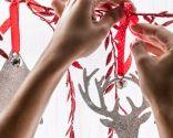Decora las ventanas con guirnaldas en blanco, rojo y gris - Paso 4