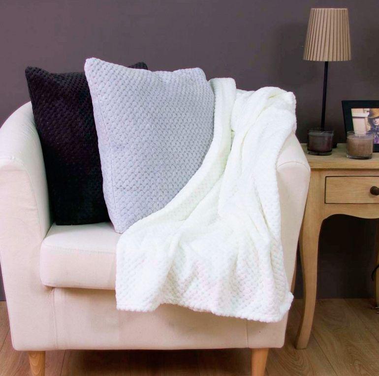 decorar dormitorio estilo nórdico - mantas