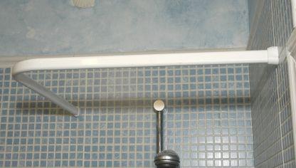 C mo colocar una barra de cortina de ba o curvada bricoman a - Barra cortina bano ...