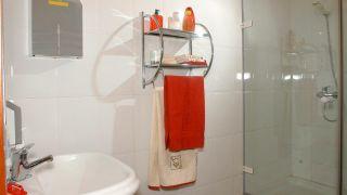 Colocación estantería toallero
