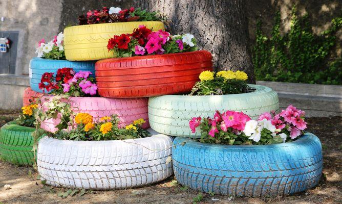 Reciclar neum ticos para el jard n bricoman a - Reciclar palets para jardin ...
