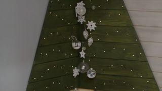 Cómo hacer un árbol esquinero de Navidad