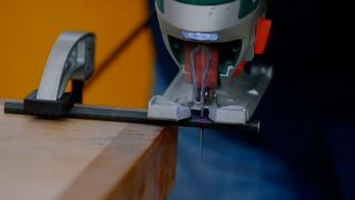 Cómo hacer un botellero de madera para la mesa