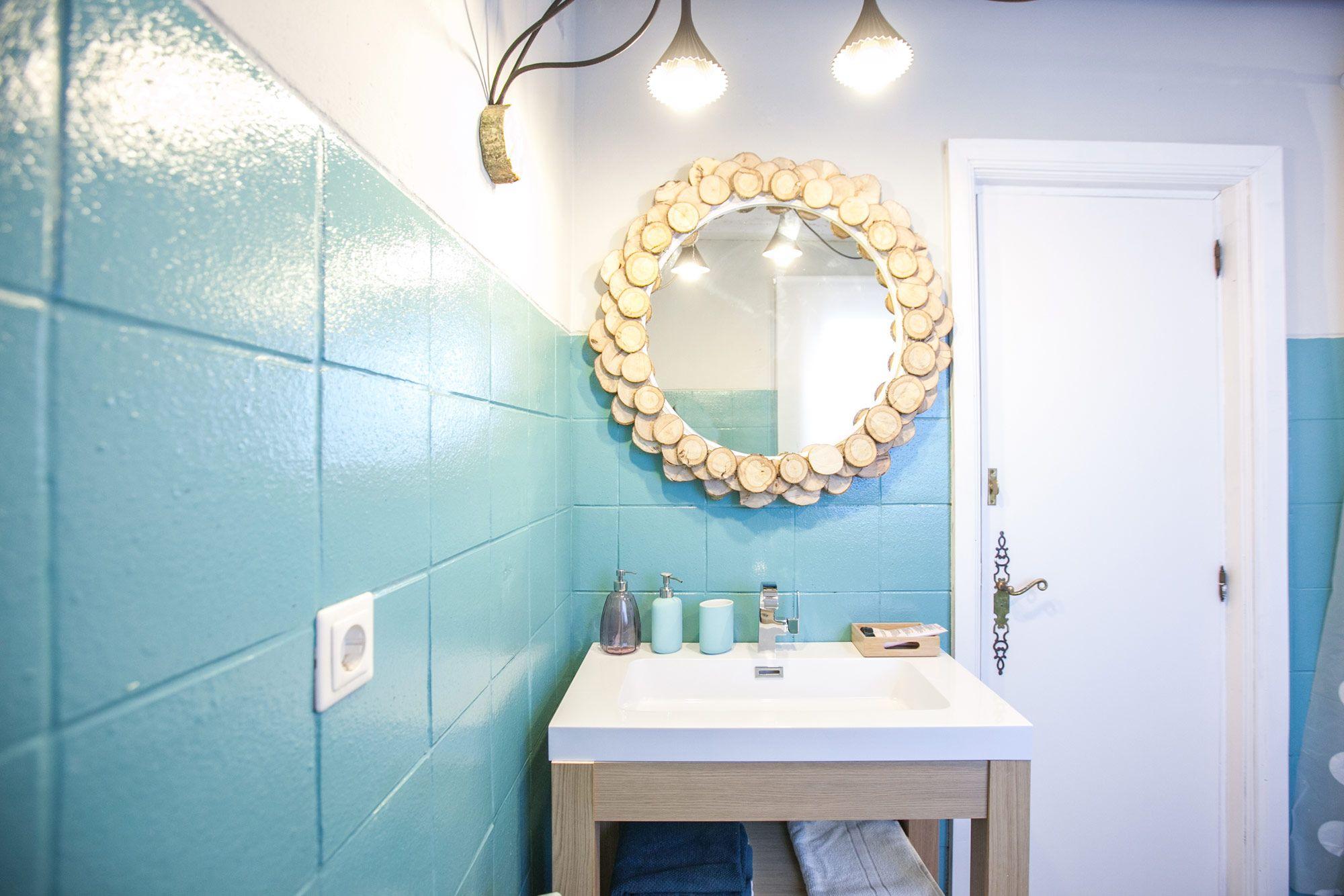 Troncos de madera para decorar el hogar hogarmania - Banos en azul y blanco ...