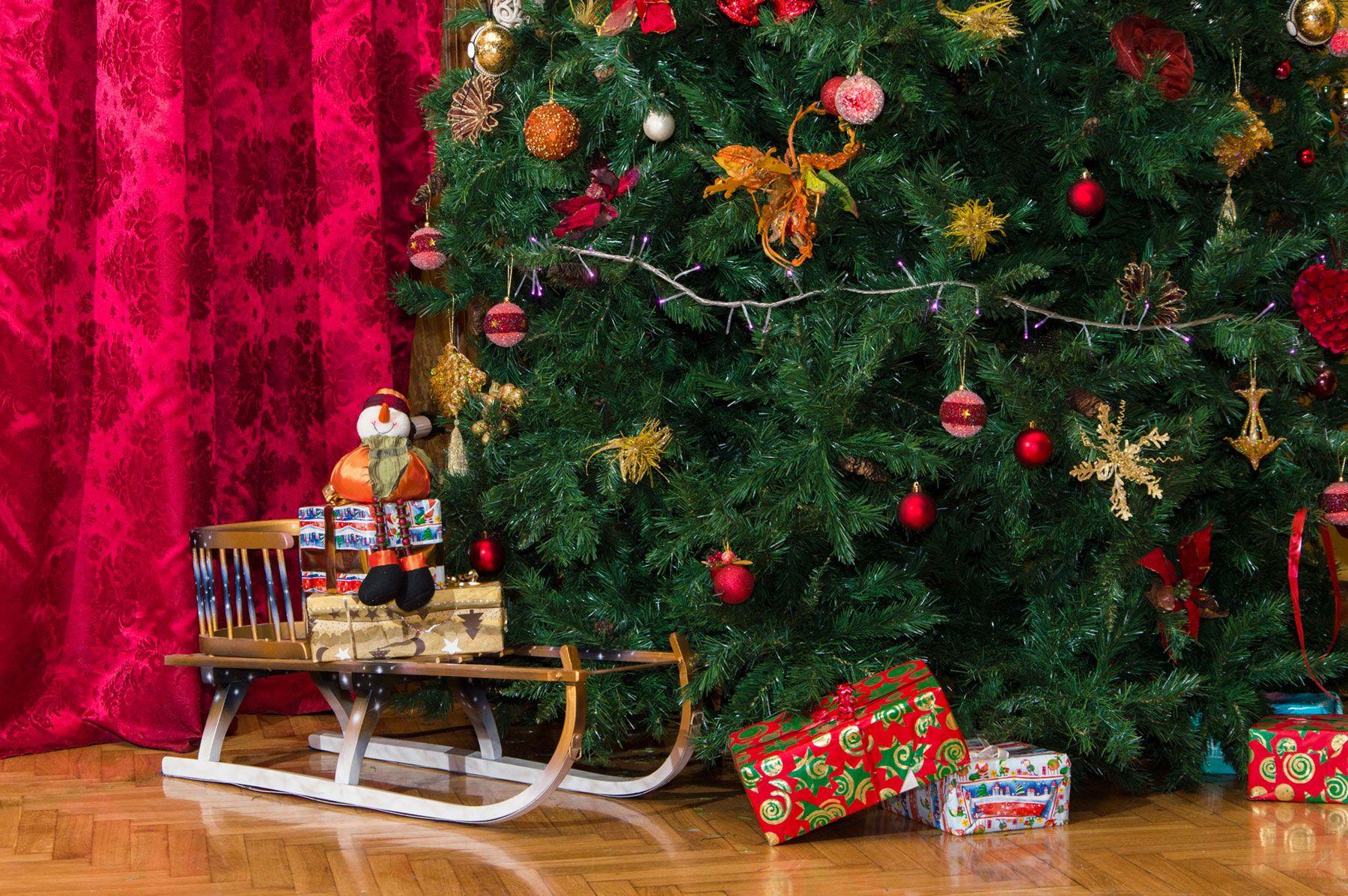 Ideas para decorar el pie del rbol de navidad hogarmania - Lazos para el arbol de navidad ...