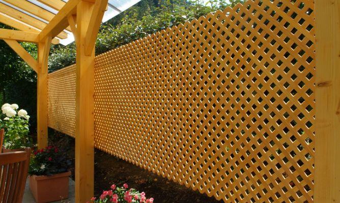 Proteger cubierta con celos as de madera bricoman a - Celosia de madera para jardin ...