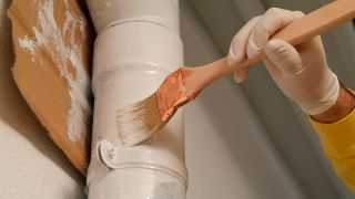 Pintar la bajante de la tubería