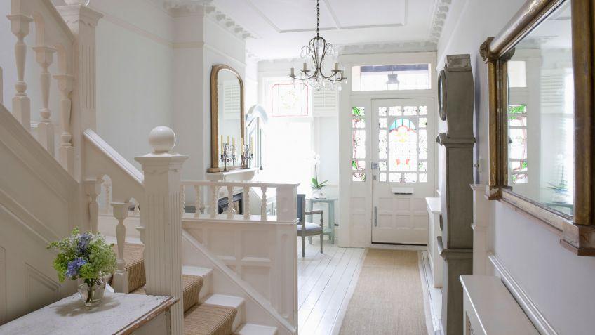 Feng shui espejos puerta entrada trendy usar feng shui en for Entrada de un piso feng shui
