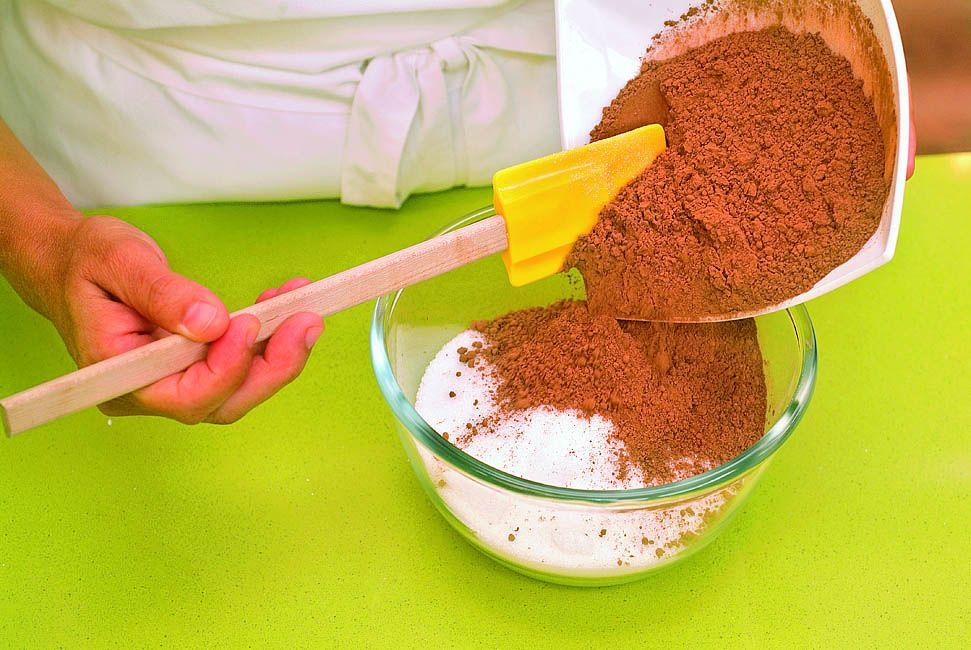 Crema de cacao y avellanas, la receta de Eva Arguiñano - paso 3