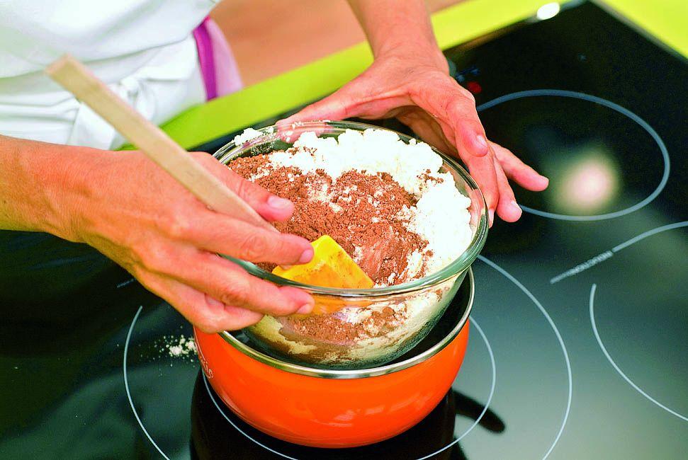 Crema de cacao y avellanas, la receta de Eva Arguiñano - paso 4