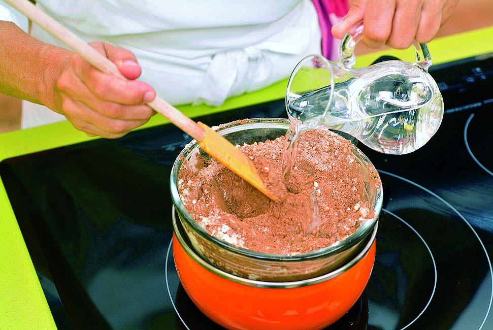 Crema de cacao y avellanas, la receta de Eva Arguiñano - paso 5