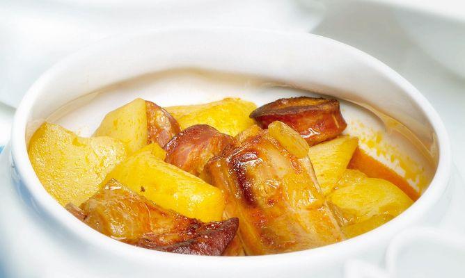 Receta de patatas con costilla de cerdo y chorizo hogarmania - Lentejas con costillas y patatas ...