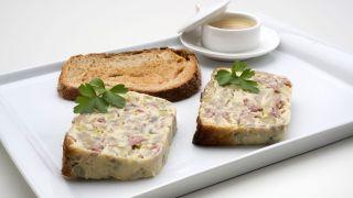 pasteles salados con pescado y verduras