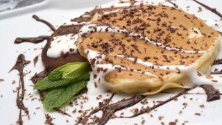 Pancakes con chocolate negro y yogur