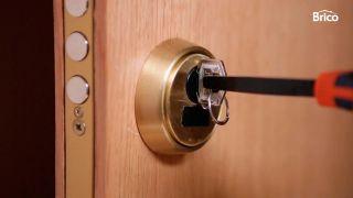 Cómo engrasar una cerradura de manera sencilla