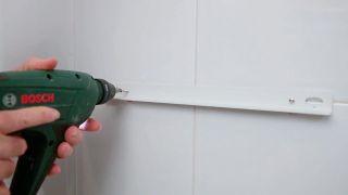Cómo colocar un calefactor toallero en el baño