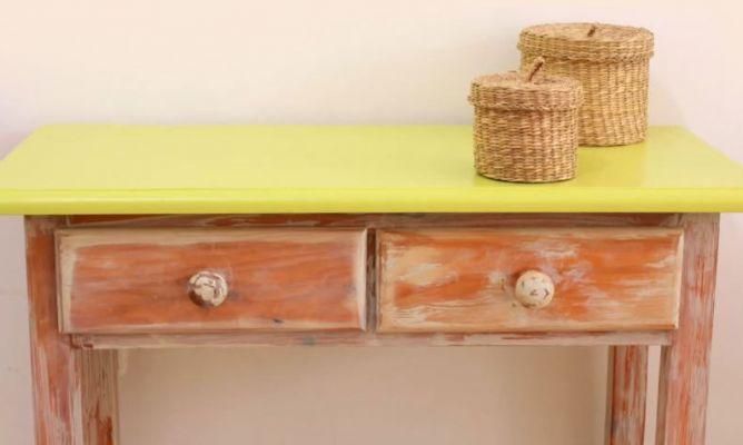 Envejecer mueble de madera con efecto pintura a la tiza for Pintura de muebles de madera