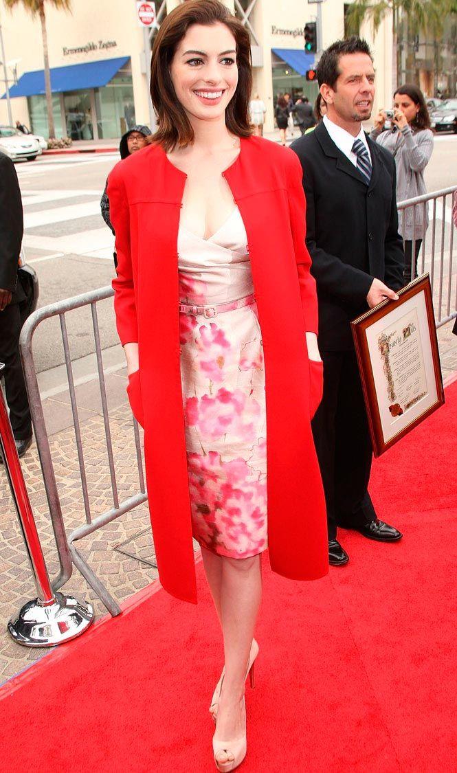 moda color rojo abrigo