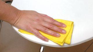 Cómo limpiar los muebles de resina