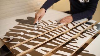 Cómo hacer un mural decorativo con un palé