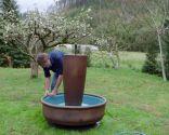 Cómo hacer una fuente macetero para el jardín