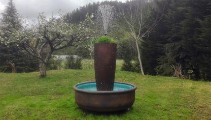 C mo hacer un sill n de c sped bricoman a - Como hacer una fuente para jardin ...