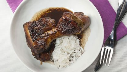Adobo de pollo estilo filipino