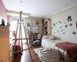 Dormitorio juvenil con cabecero de colores