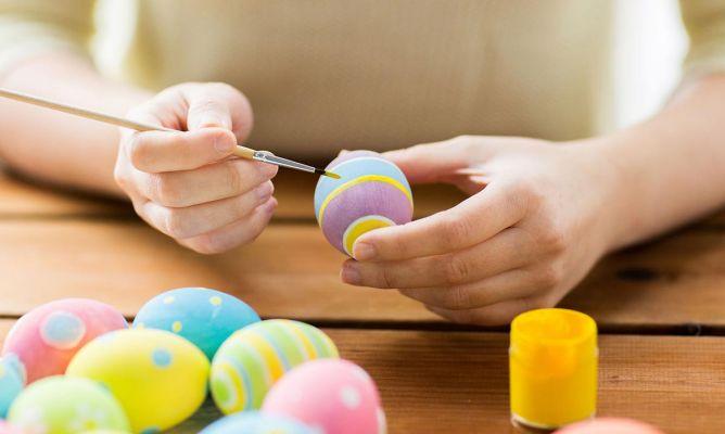 C mo pintar huevos de pascua de colores hogarmania for Como pintar huevos de pascua