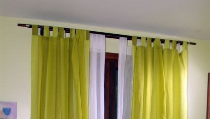 Hacer una galer a para tapar las barras de cortina bricoman a - Como colgar unas cortinas ...