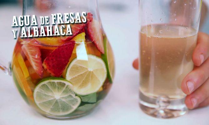 Receta de Agua de fresas y albahaca