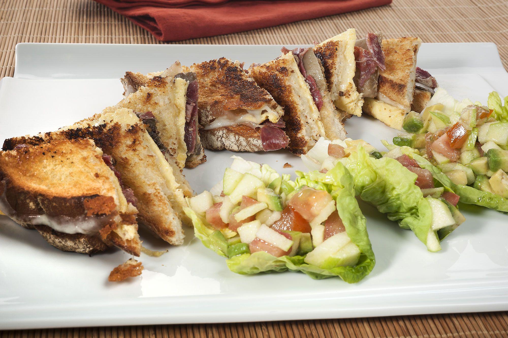 Sándwich tostado de jamón ibérico