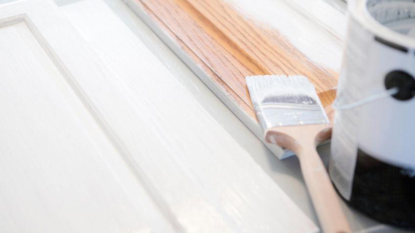 Cómo pintar un mueble de madera - Hogarmania