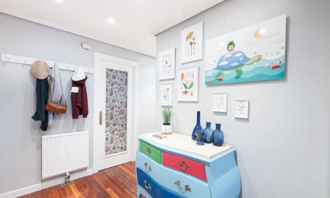 Decorar un recibidor colorido y luminoso decogarden - Decorar un recibidor ...