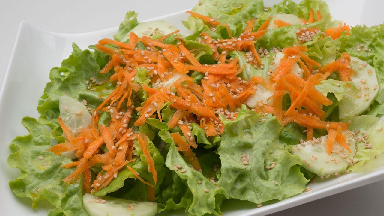 Receta De Ensalada De Pepino Zanahoria Y Semillas De Sesamo Karlos Arguinano Como ves, se trata de una ensalada para nochebuena saludable, rápida y fácil de hacer. receta de ensalada de pepino zanahoria y semillas de sesamo karlos arguinano