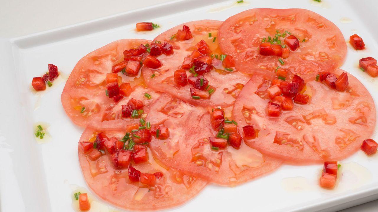 Receta de Ensalada de tomate con vinagreta de fresas - Karlos ...