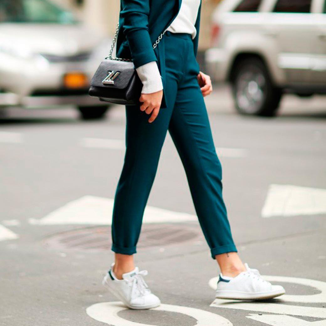 moda complementos verano zapatillas blancas