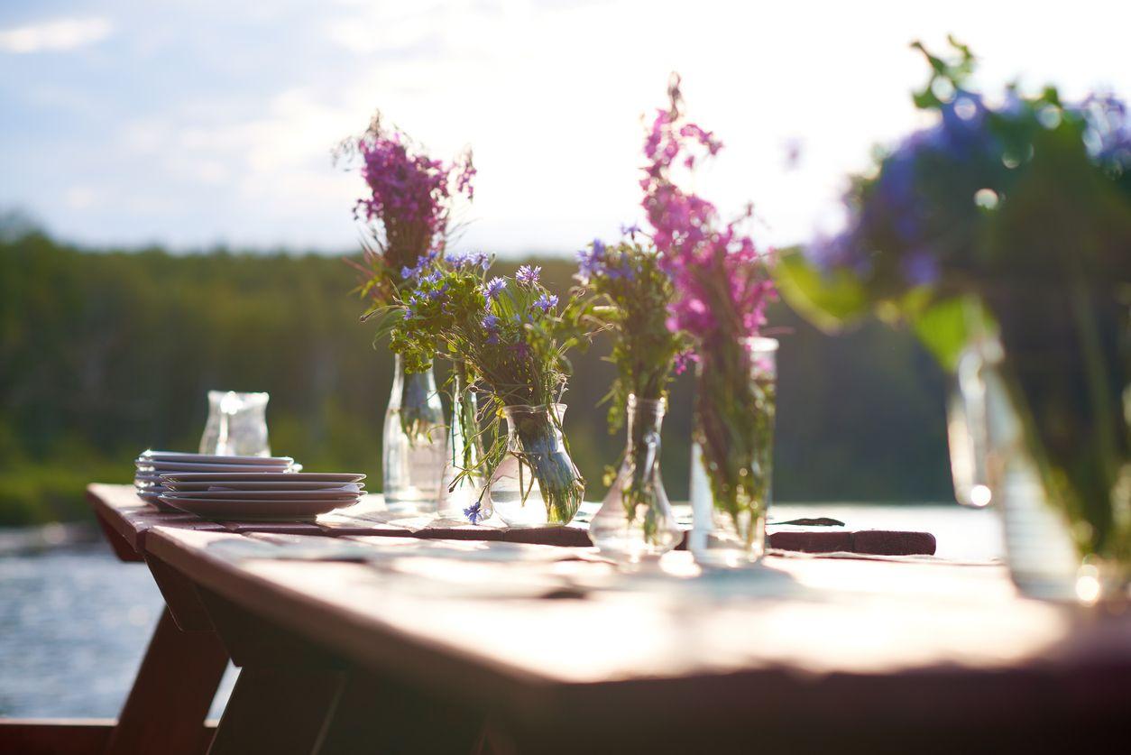 C mo organizarte para ofrecer una cena en el jard n hogarmania for Casa jardin buffet