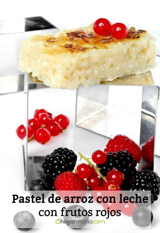 Pastel de arroz con leche y frutos rojos