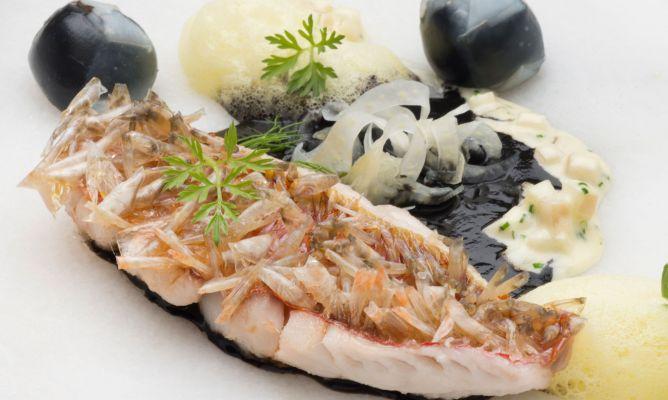 Receta de salmonete con cristales de escamas comestibles - Escuela de cocina azafran ...