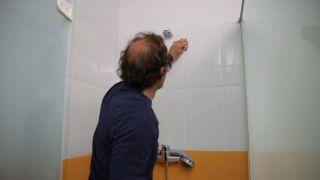 Reparar juntas desgastadas con masilla