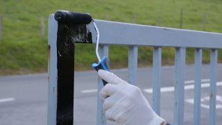 Cómo pintar una verja oxidada