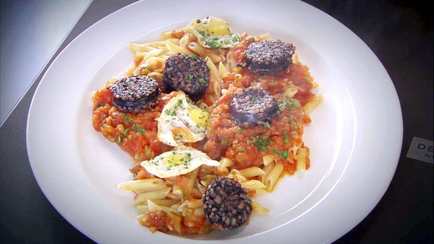Recetas De Cocina Con Huevo | Receta De Entomata Con Pasta Huevo Y Morcilla En Cocina Abierta
