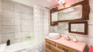 Actualizar la decoración del baño con revestimiento
