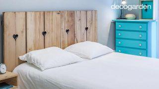 Dormitorio minimalista y nórdico en blanco y azul turquesa