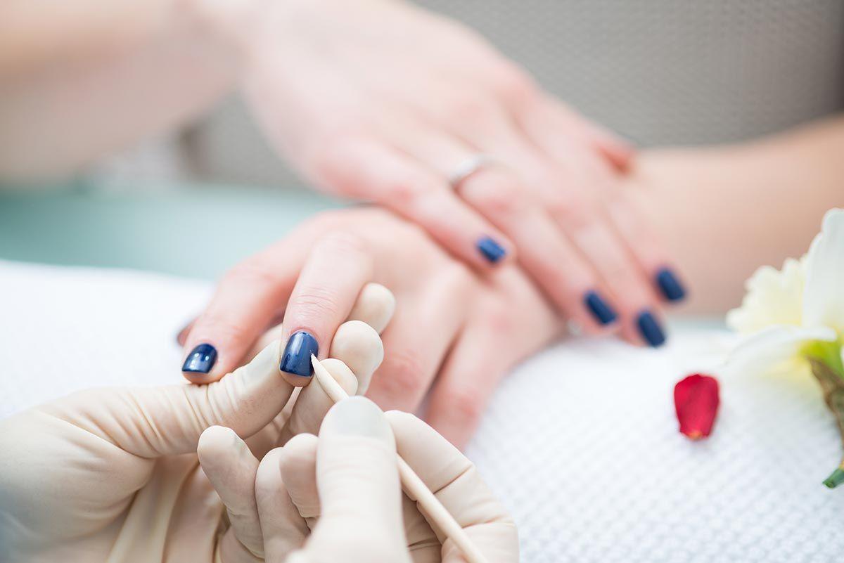 manicura arreglo uñas