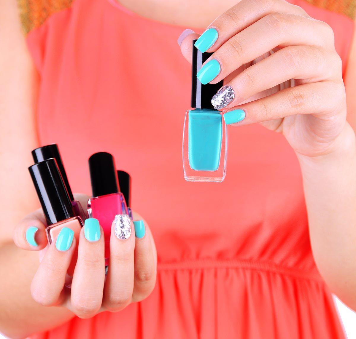 manicura esmaltes uñas azules