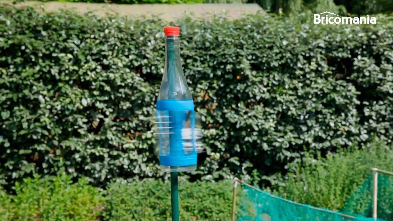 Reutilizar botella y hacer un espantapájaros