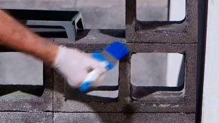 Cómo hacer un banco de hormigón y tableros de pino