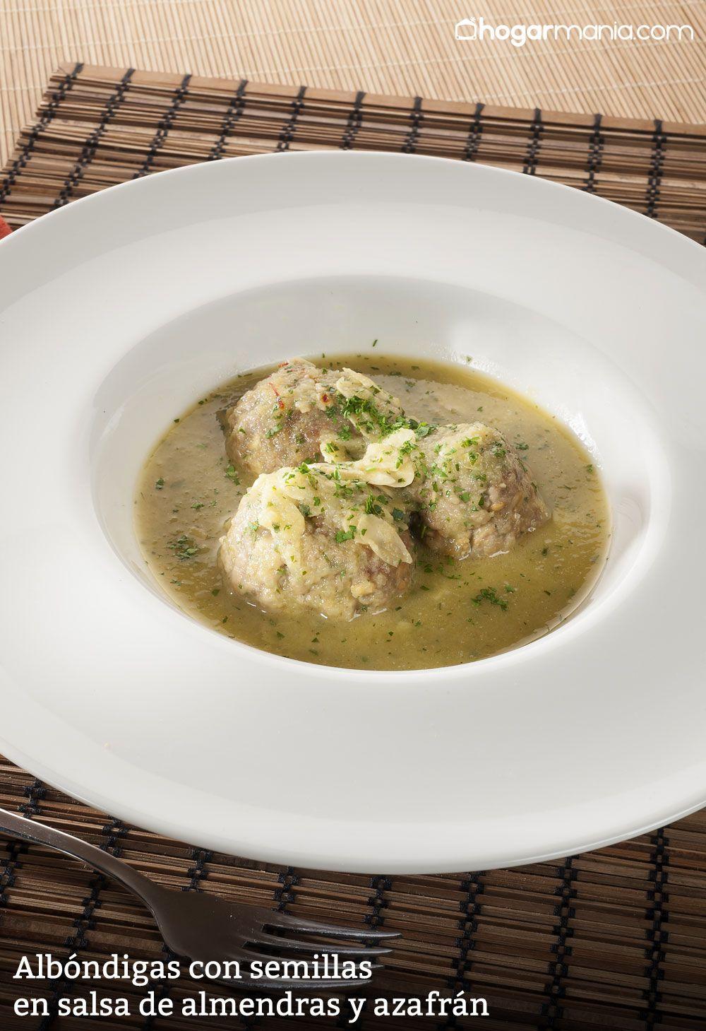 Albóndigas con semillas en salsa de almendras y azafrán